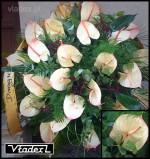 Zdjęcia wieńca pogzrebowego wykonanego z kwiatów anturium